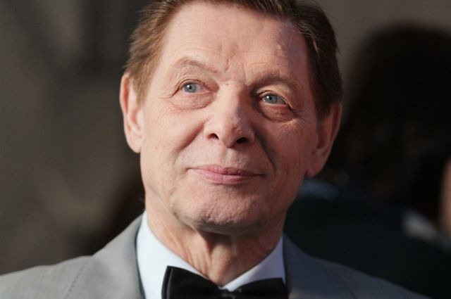В 1987—1989 годах Хиль преподавал сольное пение в ЛГИТМиКе. Среди его учеников такие разные исполнители, как Олег Погудин и Евгений Дятлов.