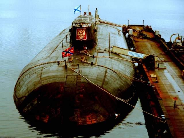 """Российская подлодка """"Курск"""", 2000 год К-141 """"Курск"""" - российский атомный подводный ракетоносный крейсер проекта 949А """"Антей"""". Заложен на """"Севмаше"""" в 1990 году принят в эксплуатацию 30 декабря 1994 года."""