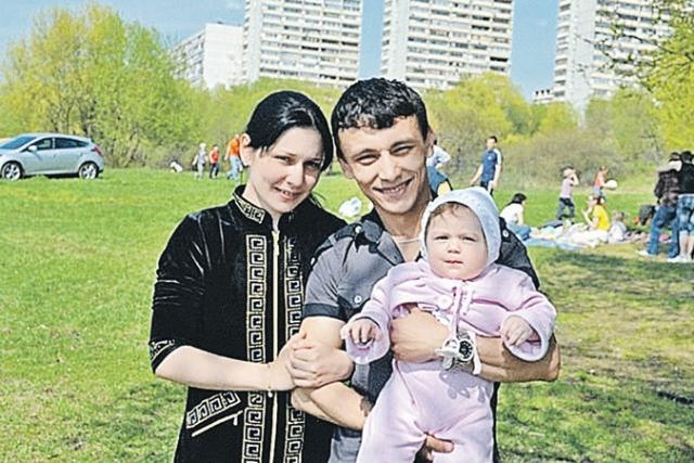 Три года назад она официально вышла замуж за Хабибулу.