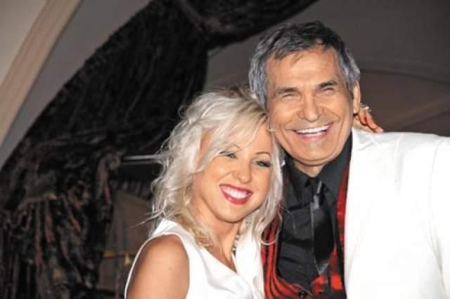 72-летний артист и продюсер Бари Алибасов был женат целых пять рах. Шестая супруга звезды - Виктория Максимова, бывшая ассистентка знаменитости.