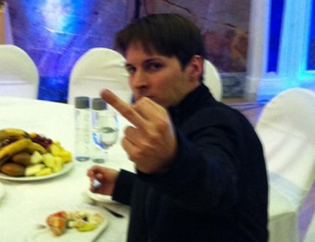 """Однако после ряда скандалов 24 января 2014 года стало известно, что Дуров в декабре 2013 года заключил сделку по продаже акций """"Вконтакте"""" и перестал быть собственником сети."""