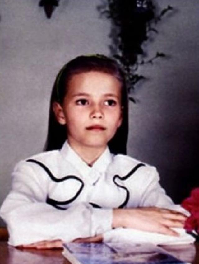 Наташа Поли. Будущая модель родилась в Перми 12 июля 1985 года и с детства мечтала оказаться на обложке журналов. В 15 лет Наташа отправилась в Москву для участия в конкурсе итальянского модельного агентства Why Not.