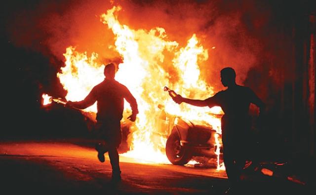 """12 мая 2006 года устроили мятеж в городе, приведший к гибели 140 человек и сожжению """"коктейлями Молотова"""" 70 автобусов. Общественный транспорт был блокирован, а жизнь в городе замерла."""
