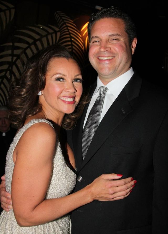 Актриса и певица Ванесса Вильямс вышла замуж в третий раз. Ее избранником стал Джим Скрип.