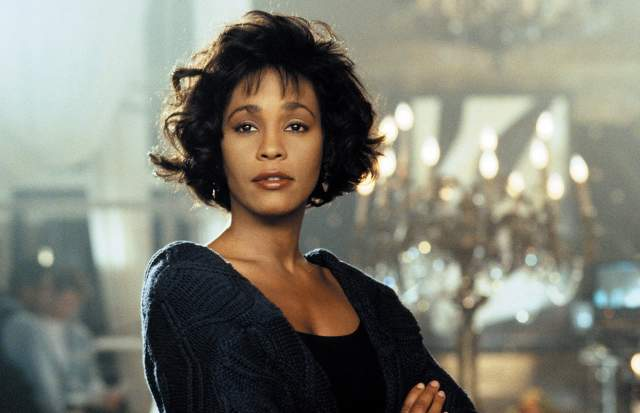 """Правда, вышедший в 1992 году """"Телохранитель"""" критики не оценили, номинировав Хьюстон на """"Золотую малину"""". А вот соул-версия """"I Will Always Love You"""", ставшая саундтреком к картине, напротив, была удостоена множества наград, в том числе """"Грэмми"""" за лучшую запись года и лучший женский поп-вокал."""
