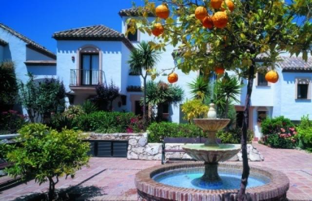 Актер Михаил Пореченков приобрел в Испании двухэтажный дом в кредит. Ежемесячный платеж по кредиту на приобретенную недвижимость в Испании составляет немного больше 500 евро.