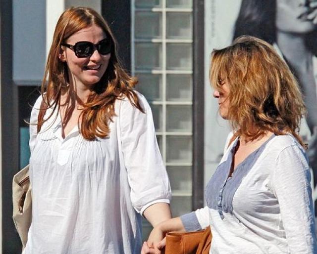 После развода Фиона имела романтические отношения с английской актрисой Саффрон Берроуз, которые они никогда не комментировали.