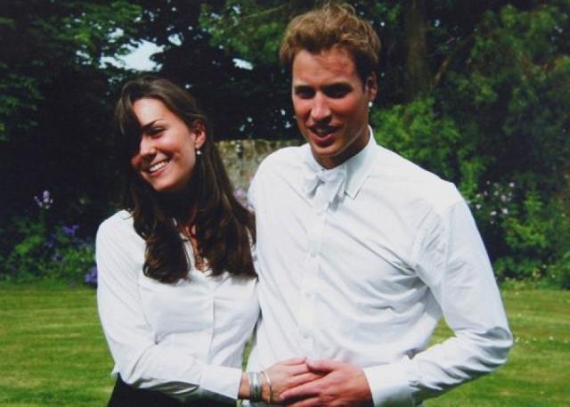 История любви Уильяма и Кейт началась в университете Сент-Эндрюс в 2002 году. Изучая один и тот же предмет – историю искусств, Кейт и Уильям становятся приятелями.
