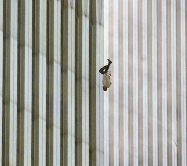 """Атаки 11 сентября согласуются с общей миссией """"Аль-Каиды"""", провозглашенной в фетве """"Джихад против евреев и крестоносцев"""" Усамы бен Ладена и Аймана аз-Завахири в 1998 году."""