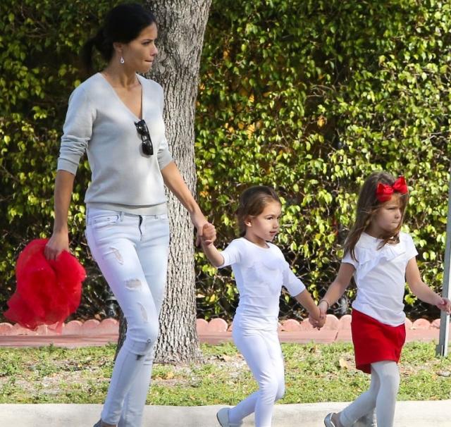Адриана Лима. Модель растит двух малышей - Валентину и Сиенну.