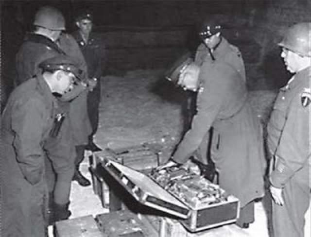 Позднее выяснилось, что погибшие кладоискатели в годы войны принимали участие в проводившихся нацистами на Топлицзее испытаниях какого-то секретного оружия. Преступление на горе Рауфанг осталось нераскрытым.