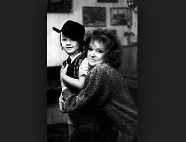 Людмила однажды даже призналась, что ощущает свою вину за невнимание к Маше. Компенсировать этот недостаток актриса пыталась общением с любимым внуком Марком, который в возрасте 16 лет погиб от передозировки наркотиков.