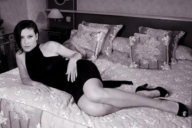 """Овиди. Французская порнозвезда, режиссер и писательница-феминистка имеет ученую степень по философии и удостоилась звания """"Интеллектуальная порнозвезда"""", а ее, вышедшая в 2002 году книга """"Порно Манифест"""", сделала немало шума в порноиндустрии."""