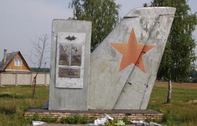 Самолет терял высоту и в случае катапультирования неминуемо обрушился бы на город с полным боезапасом. Шерстобитов и Кривенко ценой собственных жизней предотвратили катастрофу, уведя бомбардировщик на пустырь.