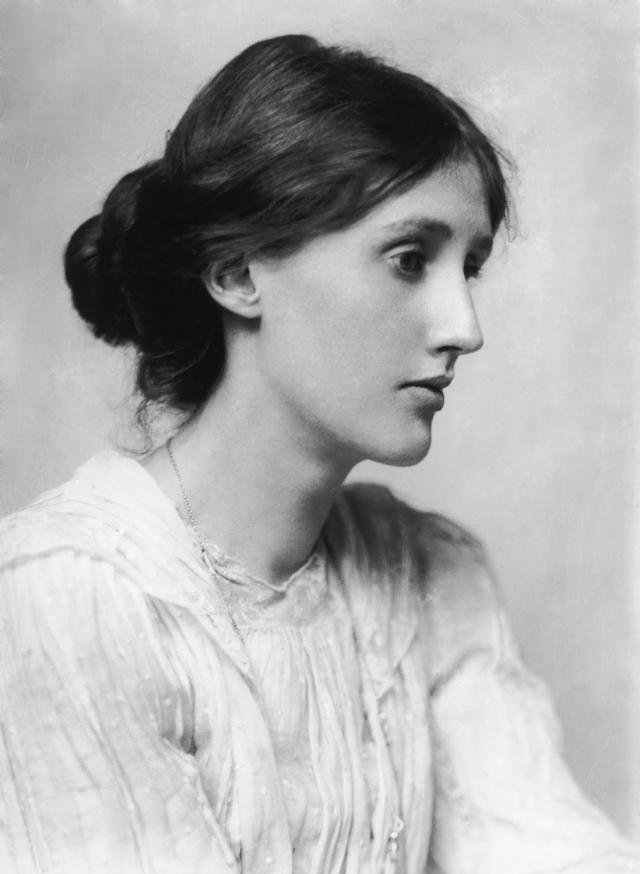 Вирджиния Вульф. Британская писательница всю жизнь страдала головными болями, галлюцинациями и навязчивыми идеями, из-за которых переписывала свои романы десятки раз.