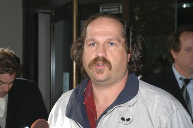 Кирк Джонс 20 октября 2003 года стал первым человеком, прошедшим водопад без какого-либо снаряжения. До сих пор неизвестно, хотел ли он просто совершить самоубийство, упав с высоты 16-этажного дома или, может быть, был нетрезв.