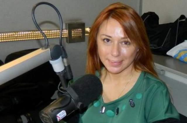 Алена Апина - счастливая жена продюсера Бориса Иратова и заботливая мать дочери Ксюши. Певица иногда снимает клипы на новые песни и ведет на радио авторское шоу. Иногда выступает с концертами - не больше четырех в месяц.