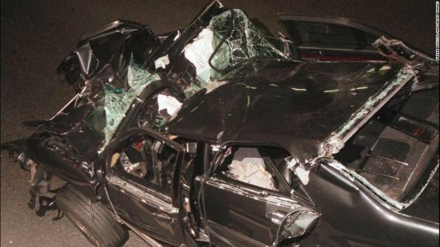 Причина аварии не вполне ясна, существует ряд версий (алкогольное опьянение водителя, необходимость уходить на скорости от преследований папарацци, а также различные теории заговора).