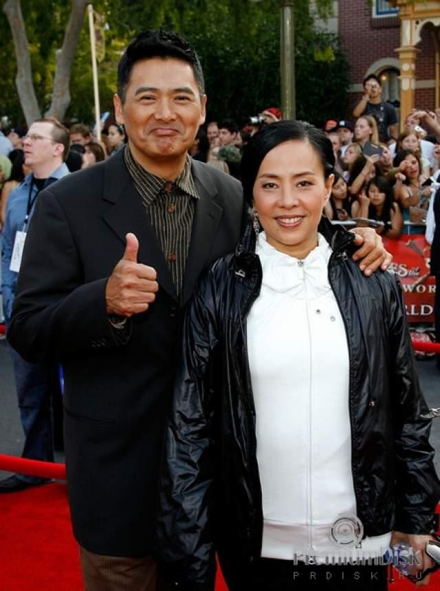 Не имея наследника, Чоу планирует раздать все свое состояние ($714 млн) на благотворительность. Звездный актер заявил, что не нуждается в огромных средствах, и тратит в месяц чуть свыше $100.
