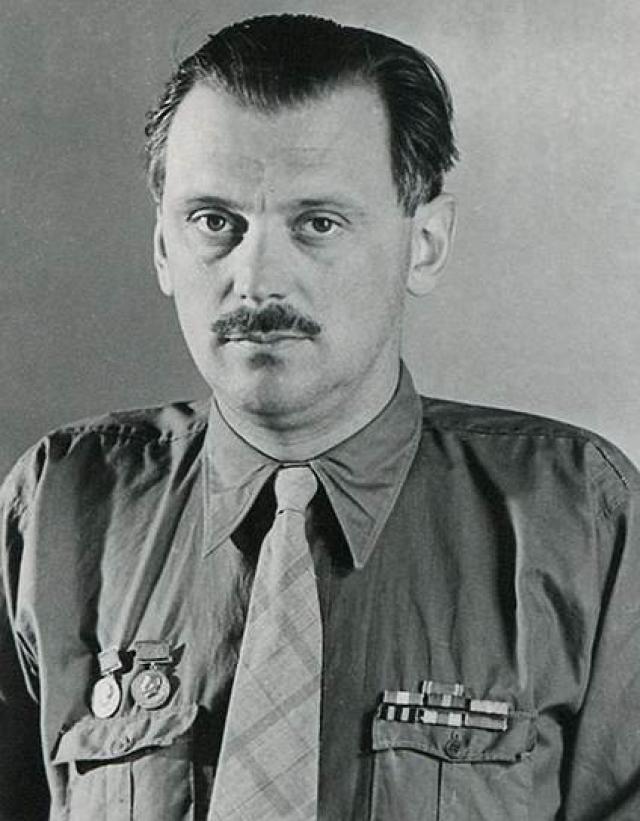 Михалков много времени уделял общественной деятельности, хотя сначала мечты стать профессиональным писателем у него не было: в юношестве он был и разнорабочим, и участником геологоразведочной экспедиции.