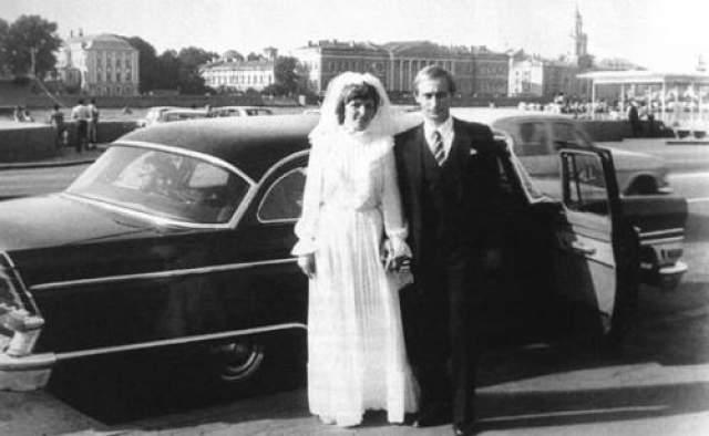Владимир Путин с Людмилой после свадьбы