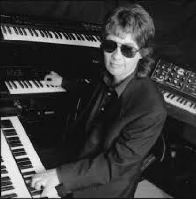 Первым с ним полетел клавишник группы Дон Эйри, и все прошло гладко. После этого Эйри уговорил Рэнди полететь следующим.