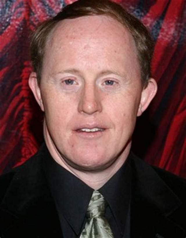 Крис Берк, 53 года.