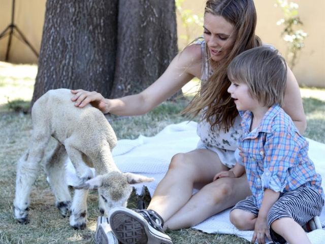 Она проповедует этот образ жизни более 20 лет и традиционно участвует в мероприятиях PETA и других организаций по защите прав животных.