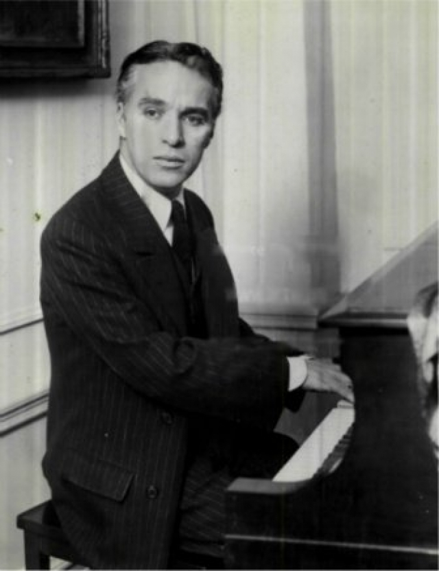 Чаплин был также и неплохим композитором. Музыкальное сопровождение для многих своих фильмов он написал сам.