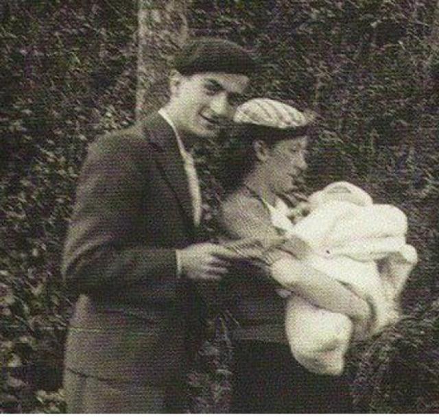 Но уже в конце 1942 года они разводятся. Когда Париж был оккупирован немецкими войсками, Луи устроился преподавателем сольфеджио в одну из музыкальных школ.