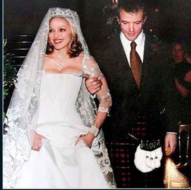 """Мадонна и Гай Ричи ($1,5 млн). Поп-дива и малоизвестный режиссер венчались в замке """"Скибо"""" в Шотландии, аренда которого обошлась им в кругленькую сумму.."""