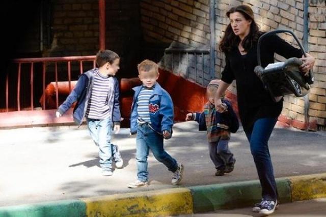 Ирине Леоновой пришлось прервать декрет и вернуться на сцену, поскольку денег на воспитание семерых детей требуется немало.