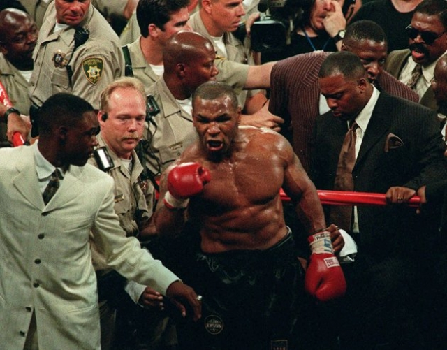 Когда Тайсон уходил с ринга, разочарованные зрители выкрикивали в его адрес оскорбления и забрасывали его мусором.