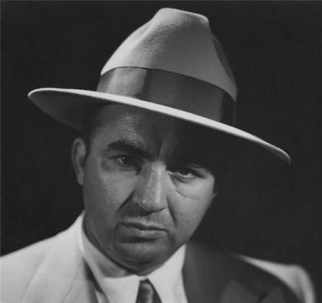 В 1961 году, когда Коэн еще был влиятельным, его осудили за неуплату налогов и отпарили в знаменитую тюрьму Алькатрас. Он стал единственным заключенным, которого выпустили из этой тюрьмы под залог. Несмотря на многочисленные попытки убийства и постоянную охоту на него Коэн умер во сне в возрасте 62 лет.