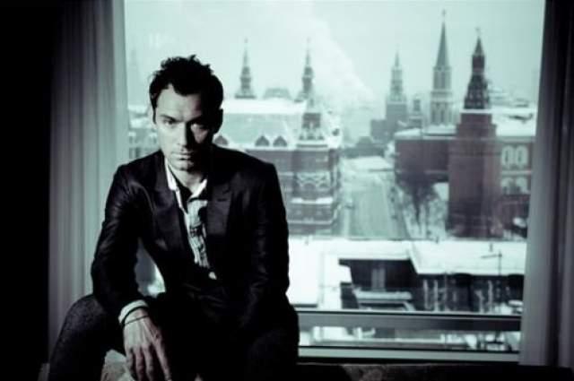 """""""...Единственное, что невозможно оценить по книгам и фотографиям - это масштаб. Москва оказалась намного более масштабной, чем я ее себе представлял"""""""