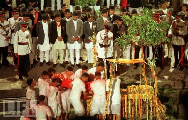 Так или иначе, события первого дня лета подорвали авторитет непальской монархии.