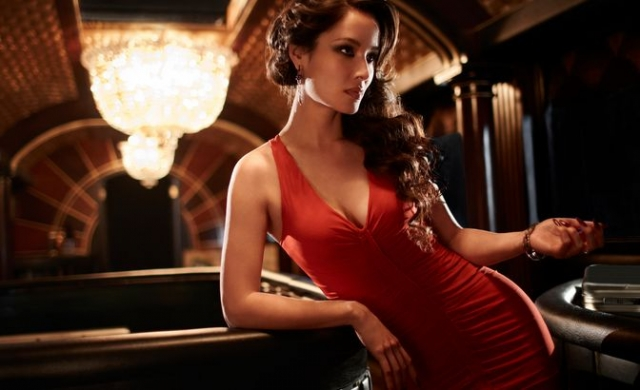 """В """"007: Координаты """"Скайфолл"""""""" (2012) подружкой Бонда стала французская актриса Беренис Марло ."""