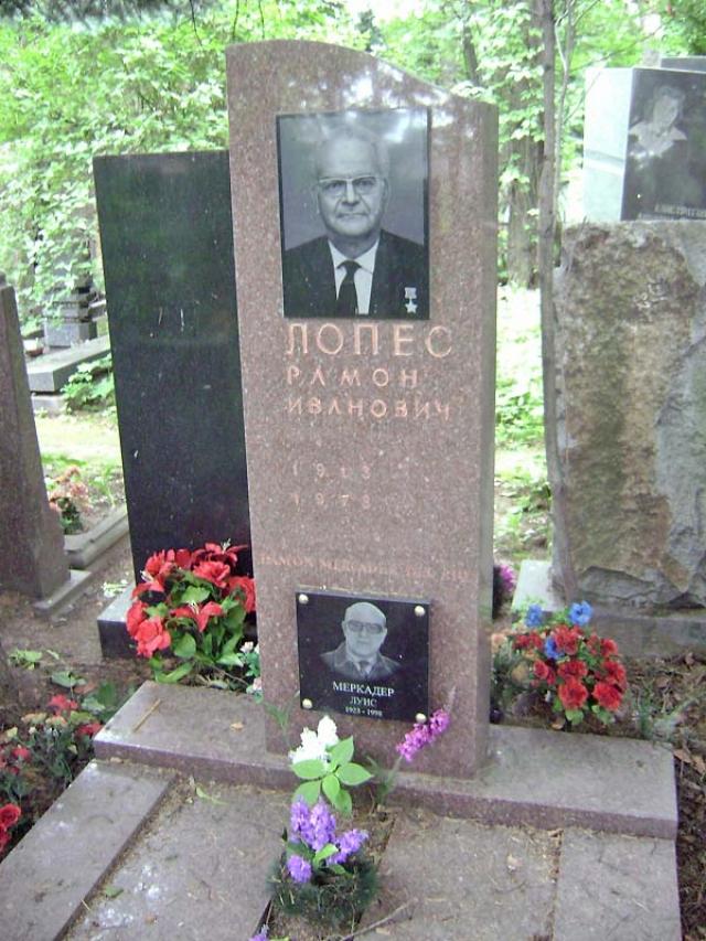 Прах Рамона Меркадера был перевезён в Москву и погребён на Кунцевском кладбище под именем Рамона Ивановича Лопеса. На могиле установлен памятник.