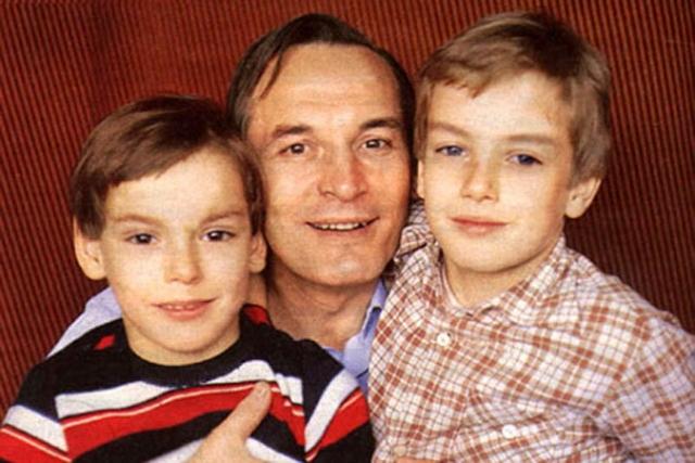 С Ириной Купченко у актера родилось двое сыновей – в 73 году Александр, названный отцом в честь Пушкина, а в 76 - Сергей. Его имя выбрано в честь Есенина.