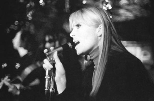 Nico. Более 15 лет певица и актриса Криста Пэффген, прославившаяся под творческим псевдонимом Nico, страдала от героиновой зависимости. А умерла она 18 июля 1988 года в Испании.