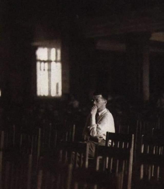 Дмитрий Шостакович во время блокады, 1942 год