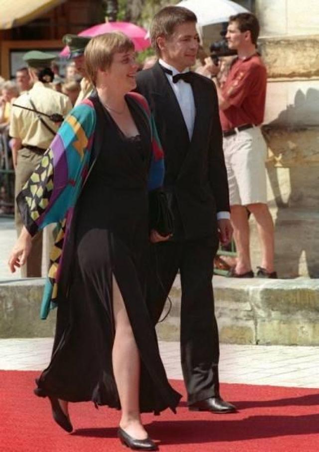 Впрочем, ретро-фото, показывающее Меркель еще в стилистическом поиске, говорит о том, что она все же на верном пути.