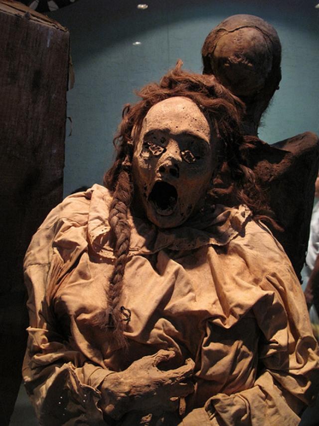 Кричащие мумии необычны тем, что их искаженные лица свидетельствует о том, что человека похоронили заживо.