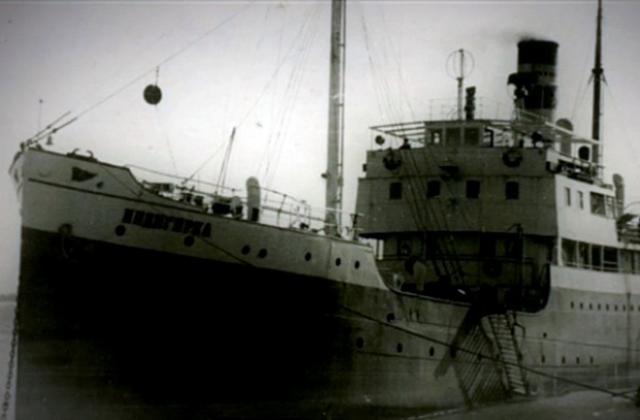 """3. Судьба спасла его от гибели В мае 1940 года Королев возвращается в Москву. При этом в Магадане он не попал на пароход """"Индигирка"""" (по причине занятости всех мест). Это спасло жизнь Королеву: следуя из Магадана во Владивосток пароход затонул у острова Хоккайдо во время шторма."""