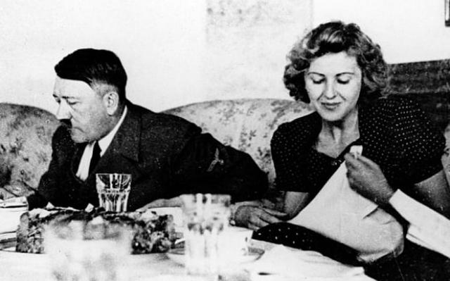 Гитлеру она сразу понравилась, и он все чаще стал искать встречи с ней. Несмотря на то, что Гитлер в тот момент жил со своей сводной племянницей Гели Раубаль, днем он ходил с Евой в кино, в ресторан, в оперу, но вечера и ночь принадлежали Гели. Ева знала о существовании Гели и очень сильно переживала.