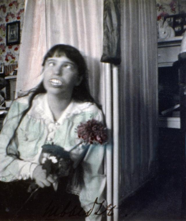 Восемь свидетелей сообщили о возвращении молодой женщины после очевидной попытки спасения в сентябре 1918 года на железнодорожной станции в Запасном пути 37, к северо-западу от Перми.