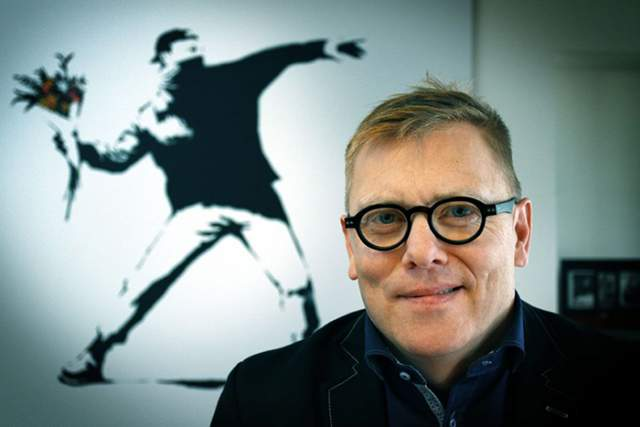 Йон Гнарр. 2010 год. Неординарный политик и известный в Исландии актер, музыкант и писатель. За время политической карьеры Йон Гнарр построил большое количество велосипедных дорожек, провел реорганизацию школ и вузов. Результатом его правления была полная реконструкция финансов, а рост туризма составил 20%.