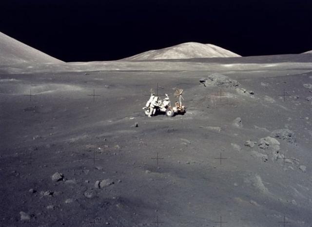 Шмитт и его коллега астронавт Юджин Сернан были последними, кому довелось пройтись по этой величественной пустыне.