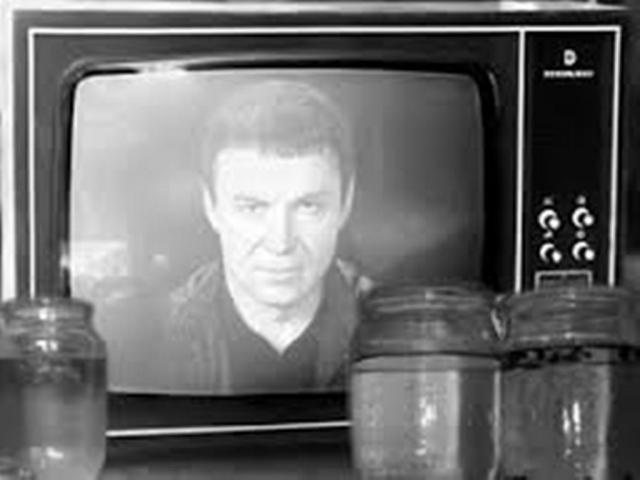 Потом началось массовое увлечение водой, которую маг, как и другие его коллеги, заряжал прямо через телевизор, гастроли по всему СССР...