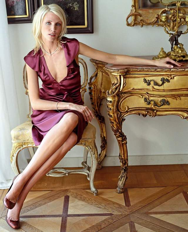 Надя побывала на всех возможных обложках журналов и показах, заслужив звание современной Марлен Дитрих.